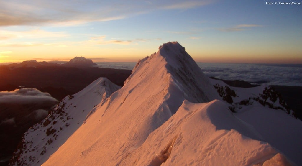 Auf dem Gipfel des Huayna Potosí (6088m) in Bolivien. 2017 kündigen sich einige alpine Vorbereitungstouren.