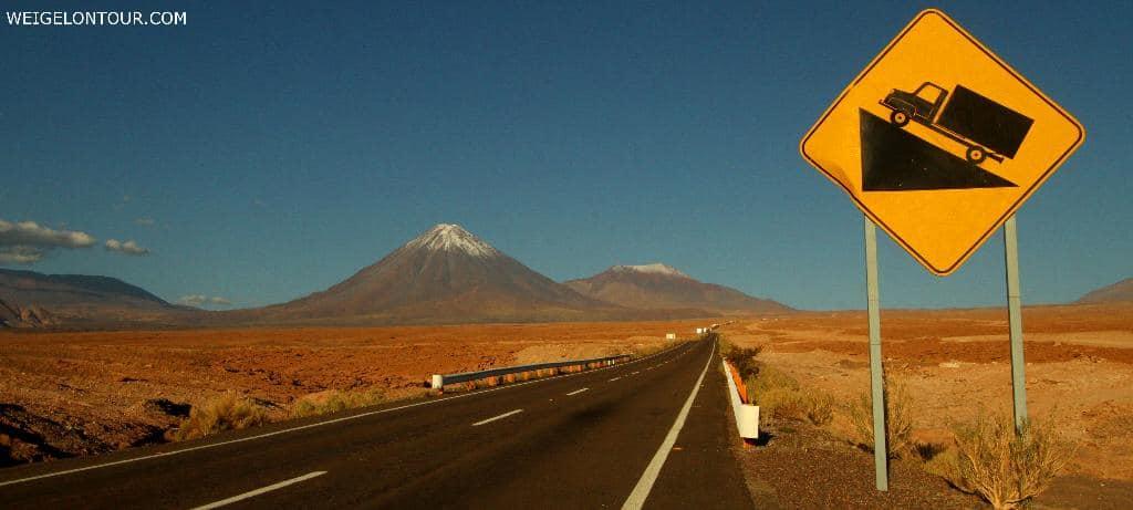 Steile Auffahrt im Norden Chiles. Von 2000 auf 4500 Meter Höhe in nur 30 Kilometern.