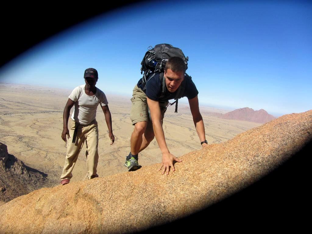 Auf den letzten Metern. (Spitzkoppe, Namibia)